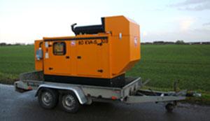 Udlejning af generator monteret på trailer, set fra en anden vinkel.